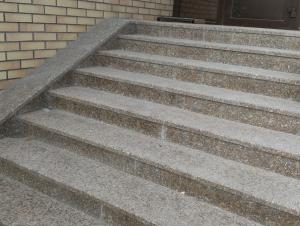 Накладные гранитные ступени