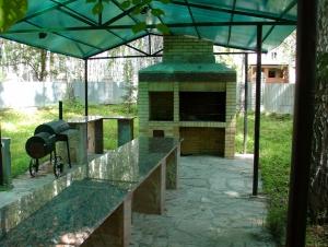 Гранитный стол для барбекю
