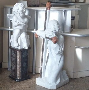 "Скульптура ""Скорбящий ангел"""