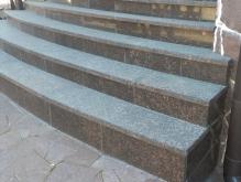 Раидусные ступени из природного камня
